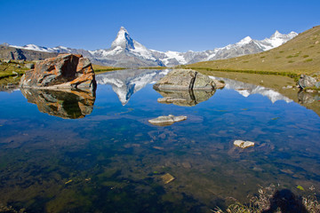 Matterhorn, Stelisee and two rocks