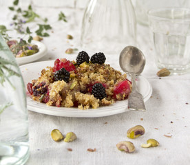 Crumble and berry cake