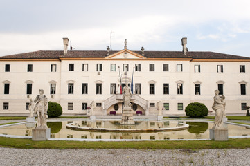 Treviso (Veneto, Italy) - Ancient villa and park with fountain