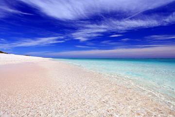 クエフ島の鮮明な海