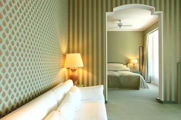 scorcio di suite di hotel di lusso. nessuno all'interno