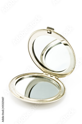 Round pocket makeup mirror