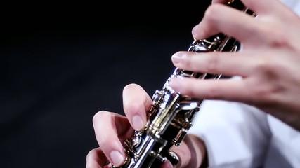 oboe, particolare, tasti e meccaniche