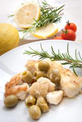 Bocconcini di petto di pollo impanato con olive verdi