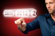 Mann wählt 2012 per Touchscreen aus