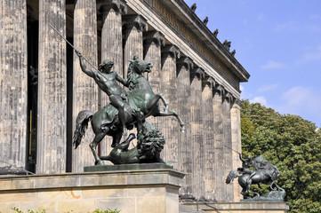 Reiterstandbilder vor dem alten Museum