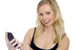 Frau tippt SMS