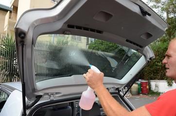 Pulizia vetro posteriore auto