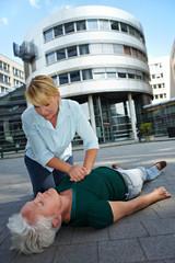 Herzmassage als Erste Hilfe