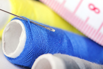Threads with needle and measure tape