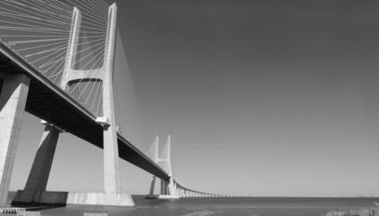 Puente de Vasco de Gama.