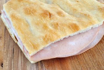 Pizza bianca con mortadella