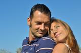 Couple heureux et complice poster