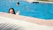 saluer depuis la piscine