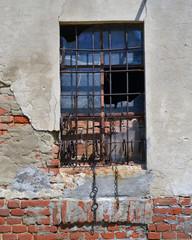 finestra con inferriata
