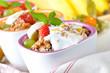 Biomüsli mit Naturjoghurt und Früchten