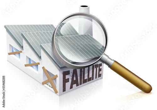 Entreprise en faillite à la loupe (reflet)