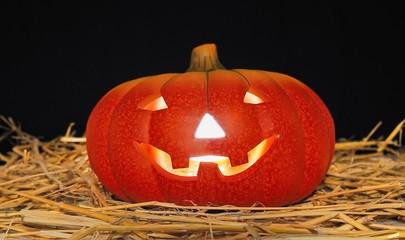 Calabaza de Halloween en el granero.