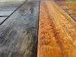 Holz neu und verwittert im Regen
