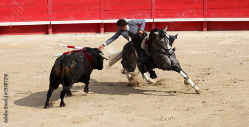 corrida a cheval - 35487216