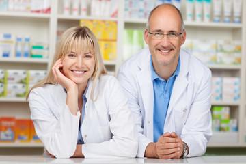 ein nettes team in der apotheke