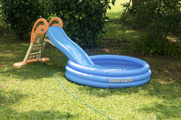 Small children pool with slider
