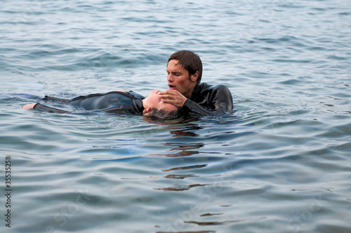Diving rescue - 35535258