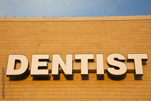 Dentist sign on the brick wall