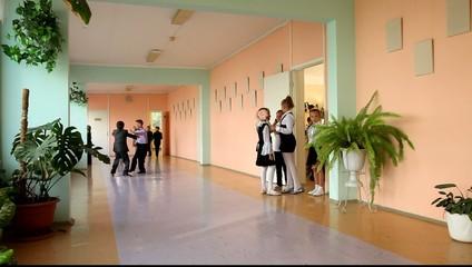 Школьный коридор во время переманы.