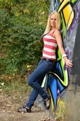 jolie femme et graffiti