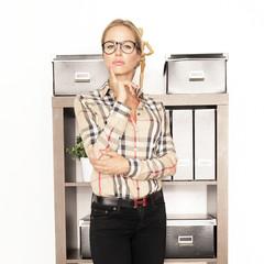 attraktive Frau im Büro