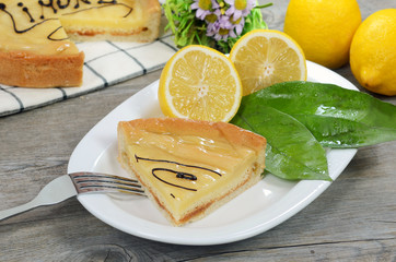 Fetta di torta al limone