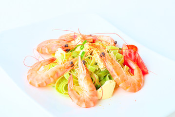 noodles and shrimps salad