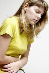 femme douleur abdomen