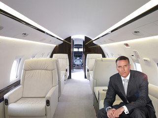 businessman im privatjet