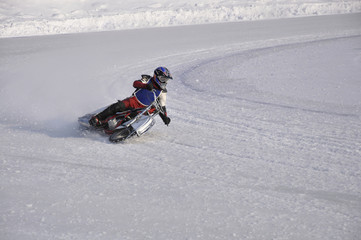 Winter speedway the icy track, turns on knee