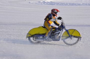 Race the ice speedway, accelerates