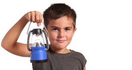 bambino con lanterna