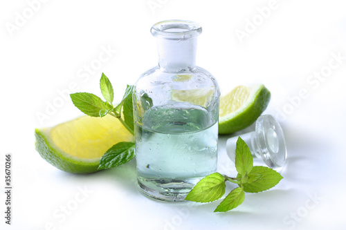 Erfrischende Aromatherapie mit Minze und Limette