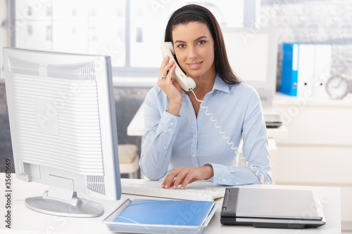 Woman working in office - 35681669