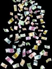 Geldregen vor schwarzem Hintergrund
