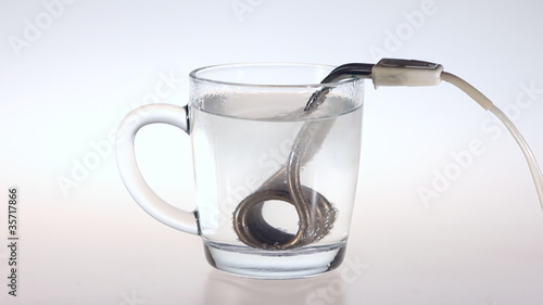 Accelerated heating water in a mug with a compact boiler