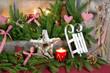 Weihnachtsambiente in Rot und Grün