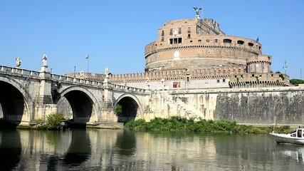 Battello fluviale a Castel Sant'Angelo, Roma
