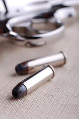 cartucce e pistola - uno