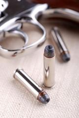 cartucce e pistola - due