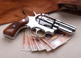 revolver e denaro - due