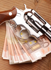 revolver e denaro - tre