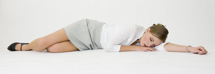 Jeune secrétaire endormie