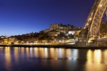Vista de Oporto al anochecer